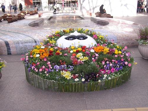 北陸新幹線金沢開業1周年記念おもてなし花壇 木製 造形 ひゃくまんさん 花壇